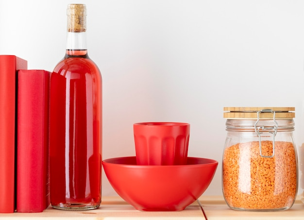 Arranjo de garrafa e recipiente de comida
