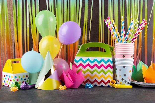Arranjo de itens para festa de aniversário