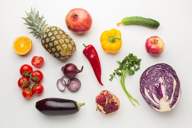 Arranjo de legumes e frutas