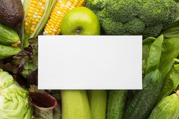 Arranjo de legumes frescos acima da vista