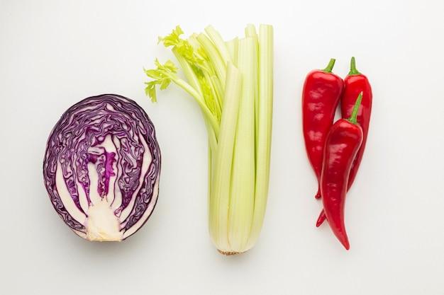 Arranjo de legumes frescos