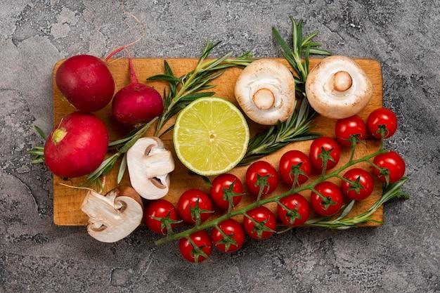 Arranjo de legumes plana