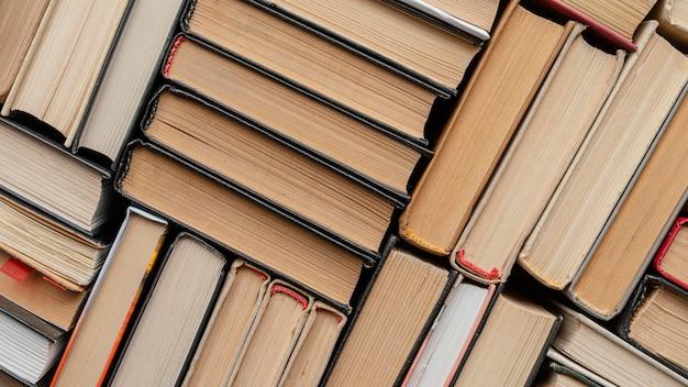 Arranjo de livros de vista acima