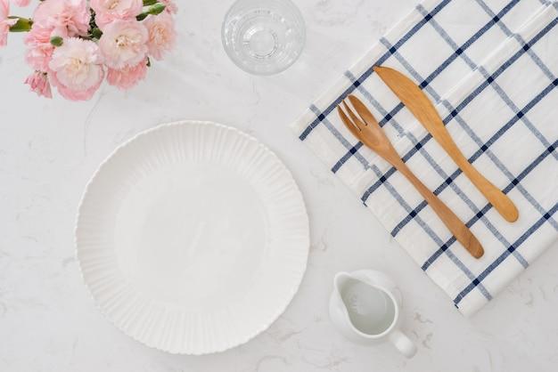Arranjo de mesa do garfo e colher
