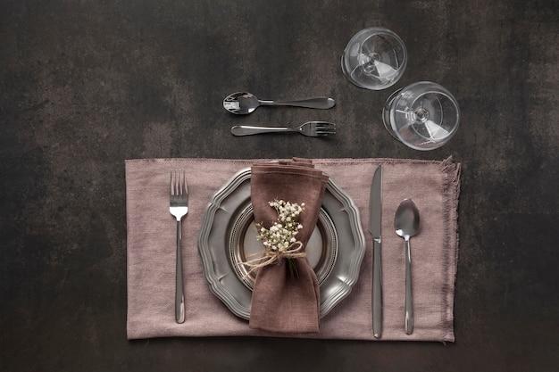 Arranjo de mesa plana com planta