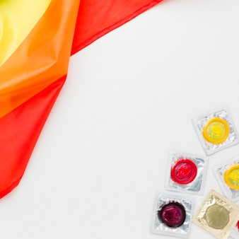 Arranjo de método de contracepção com bandeira lgbt