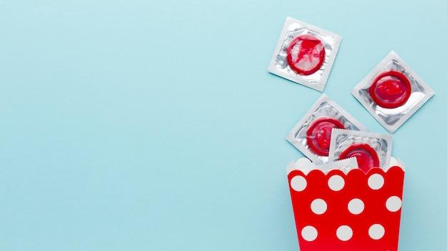 Arranjo de método de contracepção com espaço de cópia no fundo azul