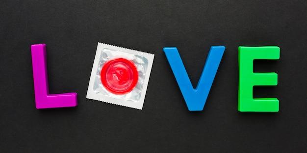 Arranjo de método de contracepção com letras de amor