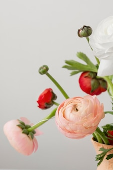 Arranjo de natureza morta de flores interiores em um vaso