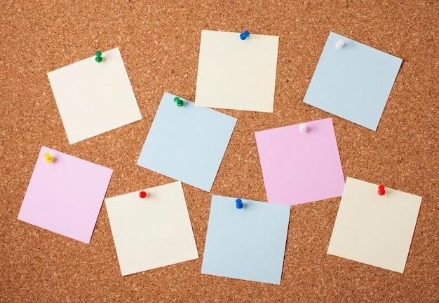 Arranjo de notas adesivas em branco