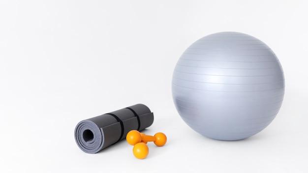 Arranjo de objetos de equipamentos de ginástica