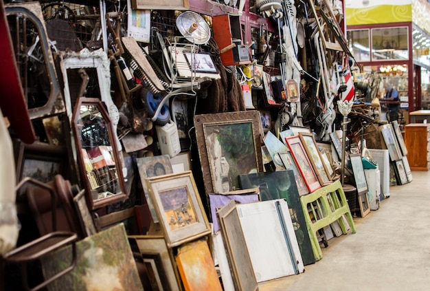 Arranjo de objetos de mercado de antiguidades