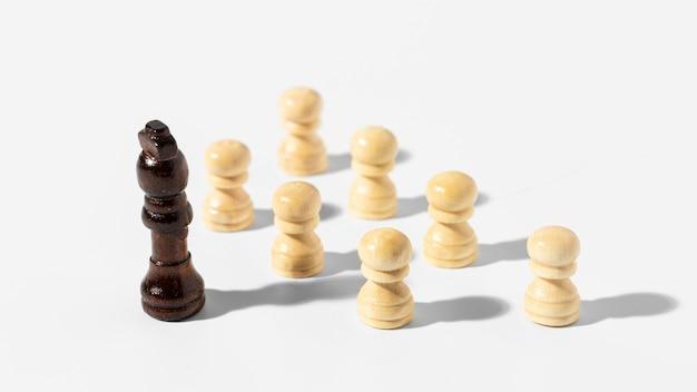 Arranjo de peças de xadrez de alto ângulo