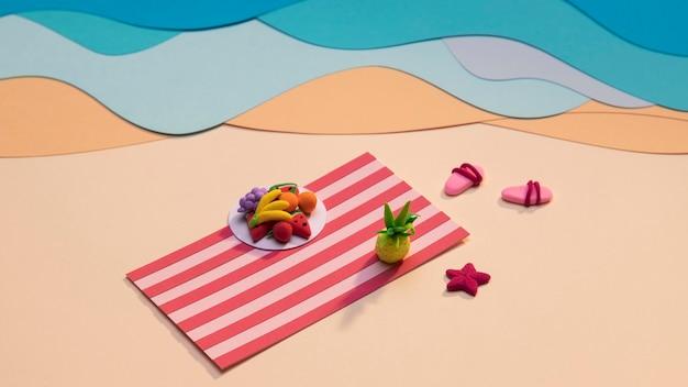 Arranjo de praia de verão feito em papel