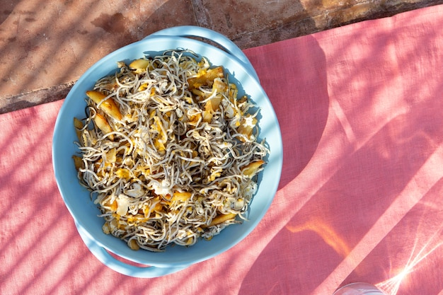 Arranjo de prato de gulas tradicional