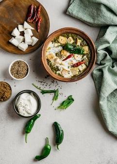 Arranjo de prato paquistanês plano