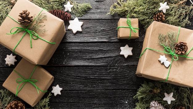 Arranjo de presentes festivos de natal