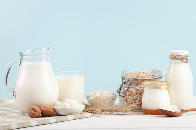 Arranjo de recipientes de vidro de leite