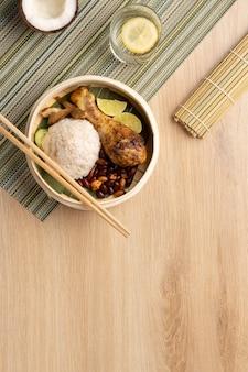 Arranjo de refeição tradicional nasi lemak