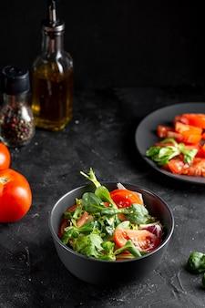 Arranjo de salada de alto ângulo