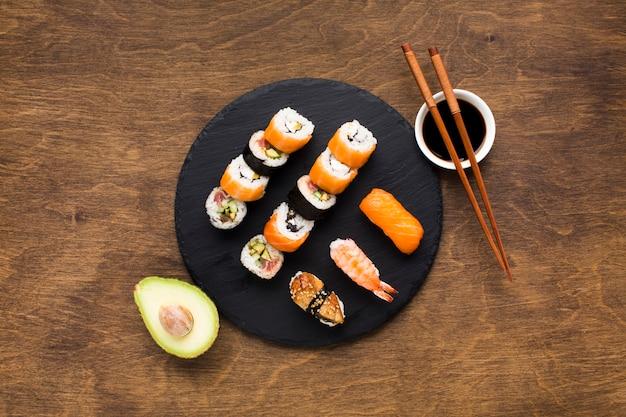 Arranjo de sushi vista superior