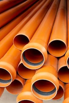 Arranjo de tubos de pvc de construção minimalista