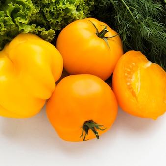 Arranjo de vegetais frescos de laranja