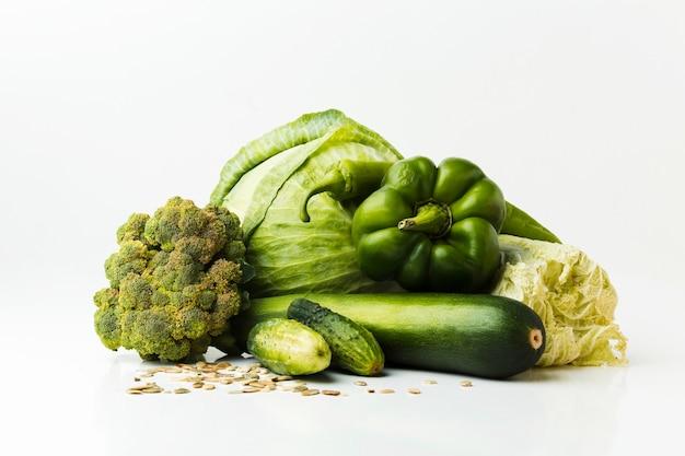 Arranjo de vegetais verdes frescos
