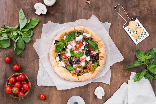 Arranjo de vista superior com pizza
