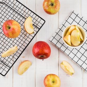 Arranjo de vista superior de maçãs orgânicas