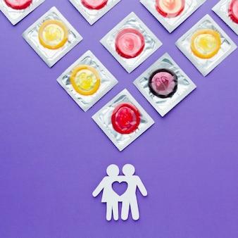 Arranjo de vista superior do conceito de contracepção em fundo roxo