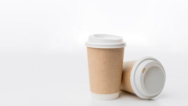 Arranjo de xícaras de café com cópia-espaço