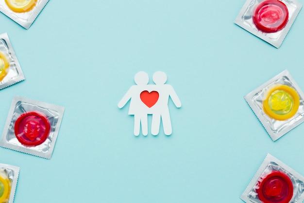 Arranjo do conceito de contracepção com casal de papel