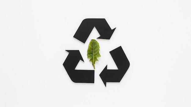 Arranjo do dia mundial do meio ambiente com sinal de reciclagem