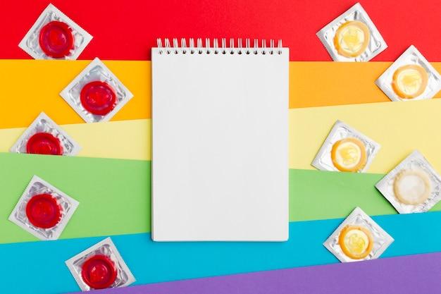 Arranjo do método de contracepção com o bloco de notas vazio