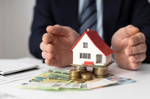 Arranjo dos elementos dos investimentos da casa de vista frontal