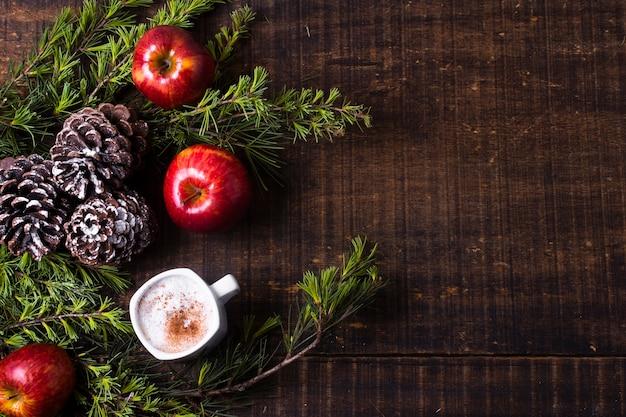 Arranjo festivo com presentes de natal e cópia espaço
