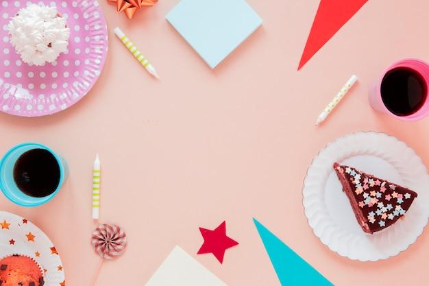 Arranjo festivo para festa de aniversário com espaço de cópia