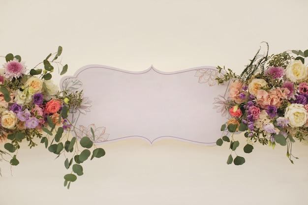 Arranjo floral. lugar para texto