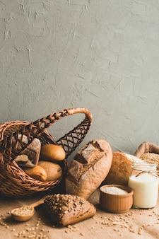 Arranjo fresco de pão saudável