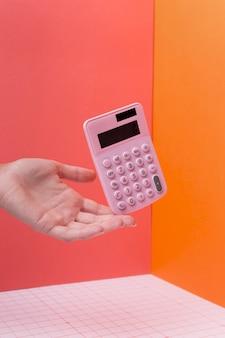 Arranjo matemático com calculadora flutuante