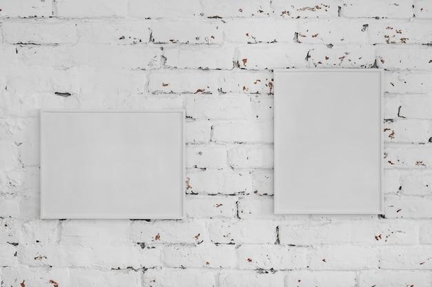 Arranjo minimalista de quadros em branco
