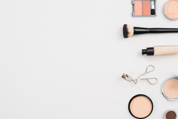 Arranjo para cuidados de beleza de maquiagem