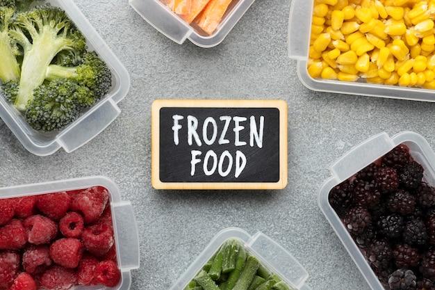 Arranjo plano de alimentos congelados
