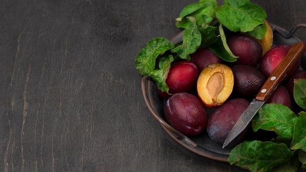 Arranjo plano de frutas deliciosas com espaço de cópia