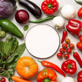Arranjo plano de legumes frescos