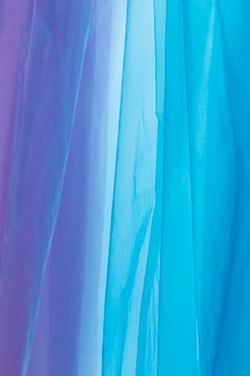 Arranjo plano de sacos plásticos de cores diferentes
