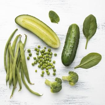 Arranjo plano de vegetais verdes