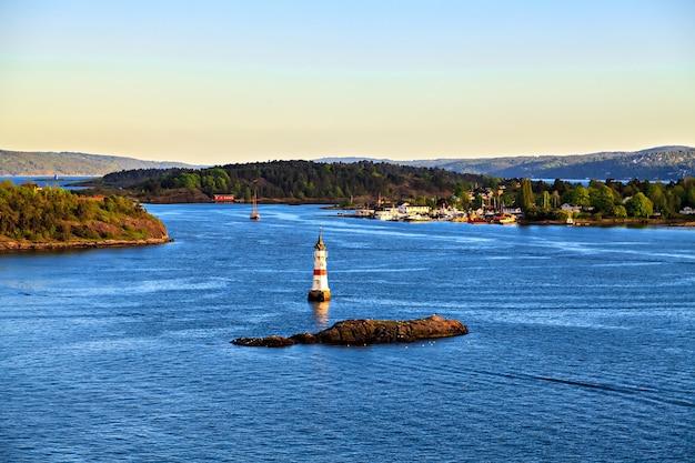 Arredores do mar perto de oslo, ilhas, noruega