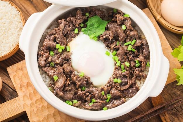 Arroz à cantonesa com carne bife